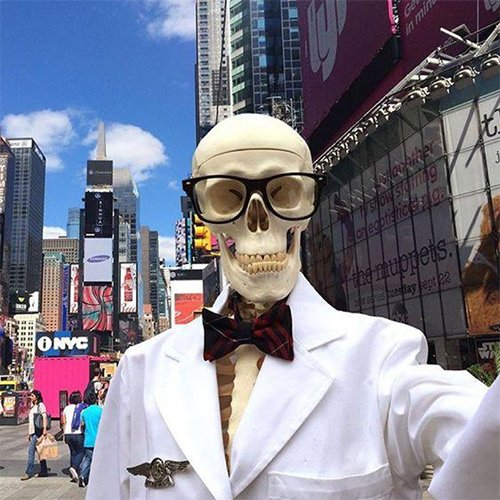 https://www.kiehls.com.tr/media/kiehls_blog_images/19-06/30/mr-bones-newyork.jpg