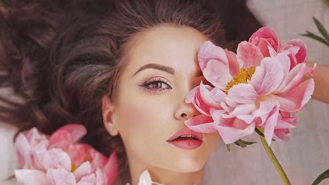 Şakayık Çiçeği İle Cilt Lekelerine Elveda